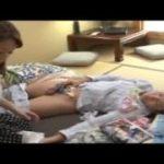 (母と息子)【加藤なお】息子が自分の下着まみれで寝ているところを見た41歳の母…困惑しつつも成長したチンポを見て射精させてあげる母ww【Share Videos】