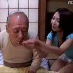 (艶堂しほり)認知症を患う義父が自分の妻と勘違いして未亡人の指をしゃぶり始める…そういえば夫にも同じ性癖が【XVIDEOS】