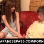 (瑠川リナ)美少女AV女優がファンの自宅に訪問ww早漏で悩むおじさんのチンポをローションで手コキwwそりゃすぐにイクでしょww【Share Videos】