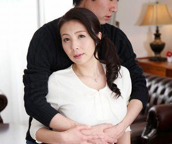 (母子交尾)【一条綺美香】マザコンの息子は母親がどんな女よりも好きだという歪んだ愛情…五十路の母もいけないと知りつつ受け入れる背徳感【Tube8】
