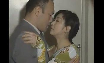 (ヘンリー塚本)妊娠している妻がいながら隣に住む人妻にバレないように性交にのめり込む男…まるで背徳感で興奮するオスとメスww【Pornhub】