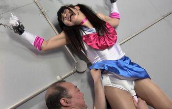 (アニコス)【吉村杏菜】セーラーアテナが拘束され、信頼していた父に脇を舐められ電マでいたぶられるww【Pornhub】
