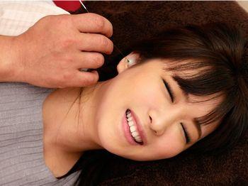 (素人ナンパ)長髪の美人に無料モニターと声をかけ、性感帯の耳を高性能耳掃除機(実はローター)で刺激していくうちにピクンピクンして…【Tube8】