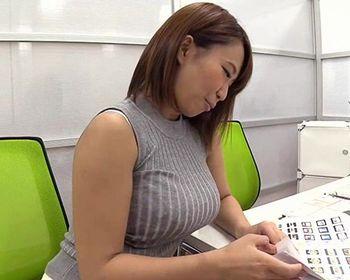 (岡沢リナ)職場の同僚で服を着ていてもわかるはちきれんばかりの爆乳は脱いだらどんなおっぱいなんだろう…ということで揉んでみたww【Tube8】