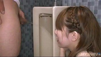 (三村紗枝)公衆トイレで小便し終わったばかりのチンポを即尺フェラ抜きして精液ごっくん→チンポを綺麗に掃除してくれる噂の痴女ww【XVIDEOS】