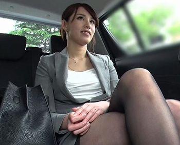 (人妻ナンパ)スーツの似合う才色兼備のキャリア人妻をナンパww仕事のできる奥様はSEXも手抜きなしですごいんです!【Tube8】