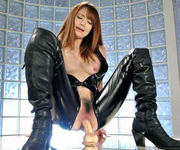 (吉沢明歩)催眠術にかけられた女捜査官が床に固定されたディルドをM字開脚でオマンコに挿入して腰をグラインドして喘ぎ、イキまくるww 【Tube8】