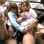 (長谷川しずく)本屋を訪れた仲良し母娘が痴漢に襲われ…声が出せない状況で体を触られ二人とも感じちゃって糸を引く愛液…エロいねぇ【JavyNow】