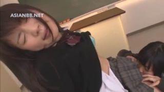 制服姿の女子高生が放課後の誰もいない教室でレズプレイwwつるつるパイパンおまんこをJKの可愛い舌でぺろぺろクンニww【Share Videos】