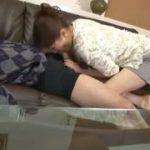 (母子交尾)エロ本でセンズリしてソファで寝てしまった息子を見て欲情した母は息子のチンポを取り出して美味しそうにしゃぶる【Share Videos】