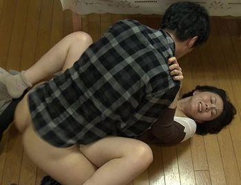 (ヘンリー塚本)【円城ひとみ】結婚間近の娘の婚約者は義母への性愛を抑えきれず「お願い!やめてっ!」義母も抵抗、しかし…【Share Videos】