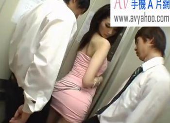 (水嶋あずみ)泥酔した長身ミニスカ美脚のギャルお姉さんがエレベーターに同乗した男の勃起チンポの感触にHしたくなって…【Share Videos】
