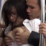 爆乳美女が電車で痴漢に!おっぱい揉まれて手マンで感じさせて放置…物足りないOLはもっと気持ちよくなるために逆痴漢で男のチンポを…