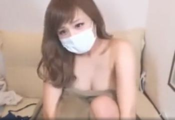 (ライブチャット)茶髪でムチムチのなんともエロい体つきの巨乳美女がライブチャットでブラを外して…【Pornhub】