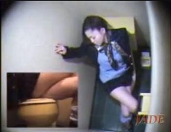 (盗撮)勤務中だけどムラムラしてしまった制服の美人OLがトイレでオナニーしているところを隠し撮り【Pornhub】