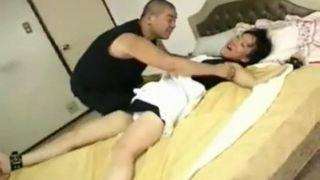 (くすぐり拷問)エプロンしたミニスカの若いお姉さんの手足を拘束してくすぐる!足の裏も!パンティ丸見え!悶える彼女! 【Pornhub】