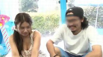 (マジックミラー号)髭の彼氏とカワイイ彼女、美容マッサージと称してMM号へ!ミラー越しに彼氏がいるのに…【松本メイ】【Share Videos】