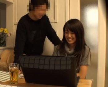 (若妻寝取られ)同じマンションに住む綺麗な若妻と仲良くなって部屋に連れ込んでヤりまくった一部始終を隠し撮りした動画ww【Tube8】