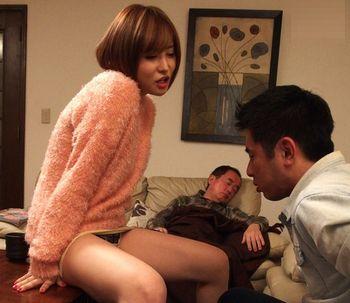(里美ゆりあ)東京で働くショートヘアで綺麗な従姉が就活中の従弟をパンチラで誘惑ww沸騰した性欲は抑えきれずww【Share Videos】