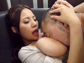 (西條るり)「ねぇーチューしよ、チュー♪」泥酔してドスケベになった爆乳美女がソファで男を誘ってヤリたい放題ww【Share Videos】