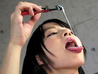 黒髪ショートヘアの美少女がフェラして男の射精した濃厚なザーメンで歯磨きをしちゃうww【Pornhub】