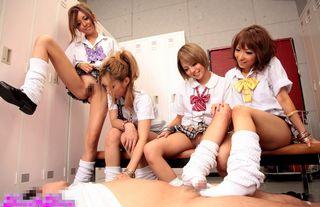 ノーパン、ノーブラ4人の黒ギャル女子高生が部室で先生をパンツ泥棒の濡れ衣きせておちょくって逆レイプww