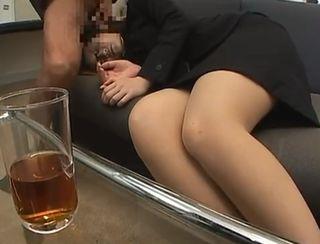 就活で面接を受けに来たスーツ姿の女子大生のお姉さんに睡眠薬入りのお茶を飲ませて中出しセックスしてしまうブラック企業ww